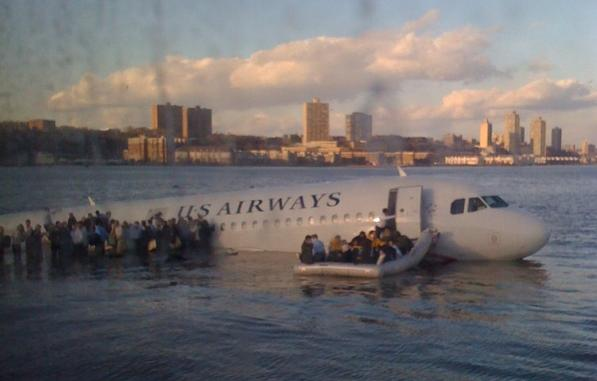 photo of airplane in Hudson river